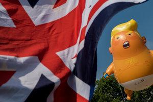 В Лондоне десятки тысяч человек вышли на антитрамповский протест