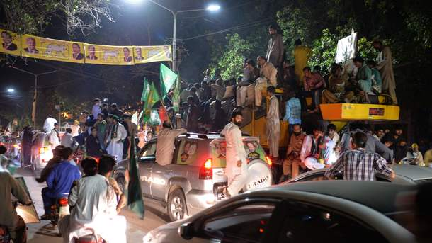 Жертвами кровавого митинга в Пакистане стали уже более сотни человек