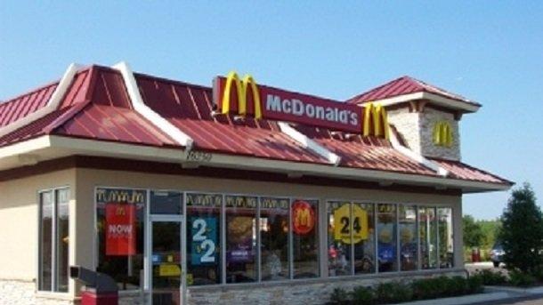 Массовое отравление в США: в McDonald's прекратили продажу салатов в 14 штатах
