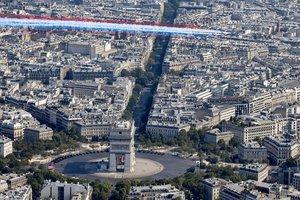 Франция отмечает День взятия Бастилии: яркие фото грандиозного парада в Париже