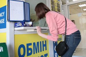 Курс евро в Украине падает, а доллар замер