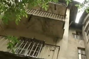 Львовянин чудом выжил после падения с балкона