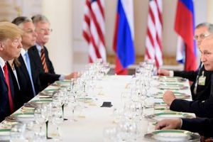 Трамп и Путин закончили переговоры и отправились на обед, опубликовано фото
