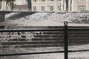 Аномальный ливень затопил Тернополь: видео