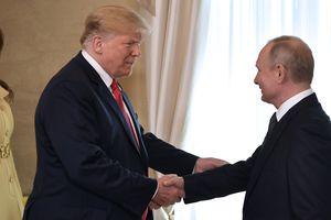 """""""Трамп продолжает относиться к Путину с большим уважением"""" - эксперт о встрече в Хельсинки"""