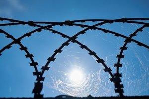 Из одесской колонии сбежали сразу трое заключенных