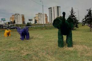 В Киеве появились разноцветные слоны