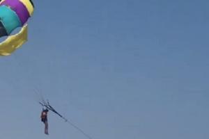 На запорожском курорте спасли девушку на парашюте: опубликовано видео