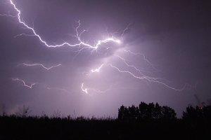 В Украине объявлено штормовое предупреждение: идут грозы и шквальный ветер