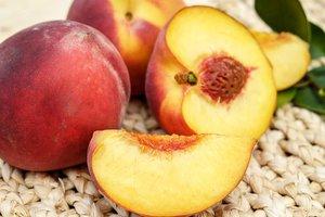 Персики: польза, вред, калорийность и правила выбора