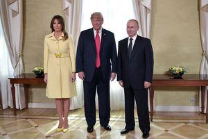 """""""Взглянула в глаза злу"""": Мелания Трамп не смогла скрыть эмоций после рукопожатия с Путиным"""