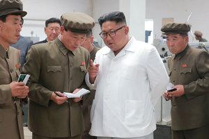 """""""Разъяренный"""" Ким Чен Ын обрушился с критикой на чиновников"""