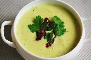 Диетический летний обед: крем-суп из цуккини с вялеными помидорами