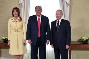 Что с лицом? В сети обсуждают, почему Мелания Трамп испугалась Путина