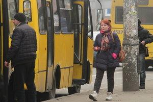 Избиение женщине в маршрутке в Черноморске: появилось видео задержания дебошира