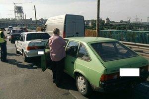 На плотине ДнепроГЭСа столкнулись три легковушки: возникла огромная пробка