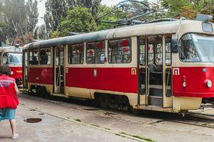 В Киеве в трамвае умер пожилой пассажир