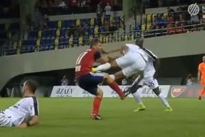 Двумя ногами в живот: брутальный фол в матче Лиги чемпионов