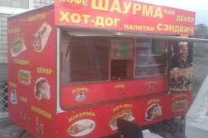 В Киеве продавец шаурмы ранил ножом посетителя