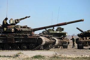 Боевики сосредоточивают танки и артиллерию вблизи линии разграничения сторон