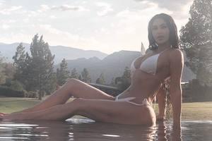 """""""Я очень стеснительная"""": Ким Кардашьян опубликовала очередное фото в купальнике"""