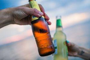 Эксперты рассказали, на сколько подорожает алкоголь и сигареты
