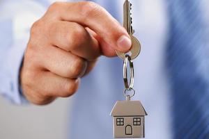 Мошенник по поддельным документам продал квартиру киевлянки