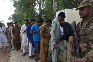 Взрыв на избирательном участке в Пакистане: 28 погибших