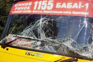 В Харьковской области столкнулись маршрутка и грузовик: есть раненые