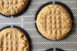 Рецепт арахисового печенья из 4-х ингредиентов