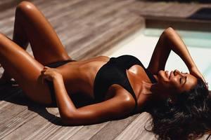 """Секреты красоты от Санты Димопулос: как получить идеальный """"шоколадный"""" загар"""