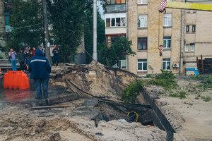 В Киеве восстановили движение по мосту, разрушенному из-за ливня