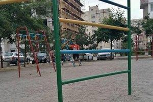 Опасные качели: почему игры на детских площадках заканчиваются в травмпунктах