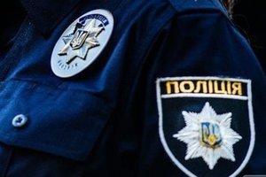 В Харькове водитель устроил гонки на детской площадке: появилось видео