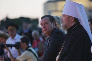 Медведев прибыл в оккупированный Крым на концерт к 1030-летию крещения Руси