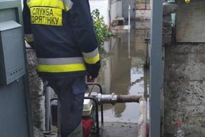 В Днепре вода из метрополитена затопила проезжую часть