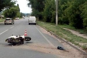 В Харьковской области микроавтобус насмерть сбил скутериста