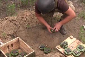 На Донбассе ВСУ уничтожили запрещенные российские мины: появилось видео
