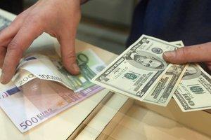 Евро в Украине стал дешевле, курс доллара растет