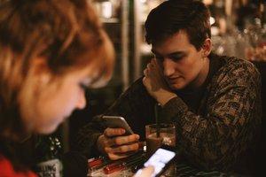 В маршрутке лучше, чем в библиотеке: где предпочитают знакомиться украинцы