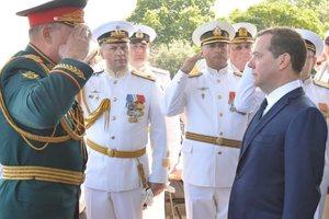 Циничное и грубое нарушение: Киев жестко отреагировал на визит Медведева в Крым