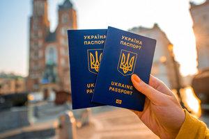 В рейтинге паспортов по безвизу Украина опередила Россию