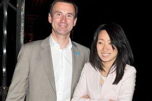 Британский министр прилюдно опозорил жену