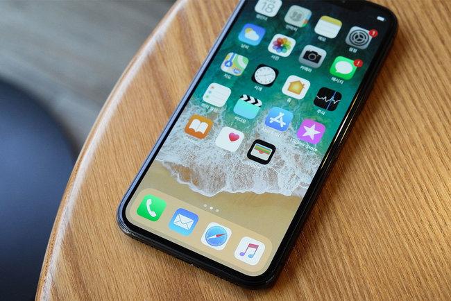 Новые iPhone 9 и iPhone X Plus официально покажут лишь в сенбябре