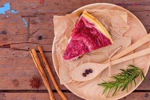 Летний десерт из творога: мраморный чизкейк с малиной