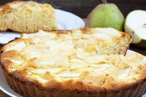 Простой пирог с грушами и ванилью на сметане