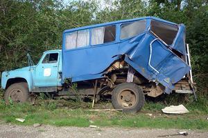 Жуткое столкновение легковушки и грузовика в Донецкой области: пострадали три человека