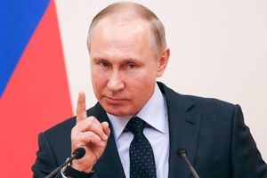 "В России за фразу ""Путин - вор"" полиция завела дело на активиста"