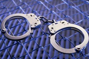 В курортном Бердянске средь бела дня ограбили женщину