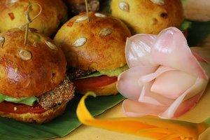 Пирожки с лотосом и жареные бананы: что едят на завтрак в разных странах мира